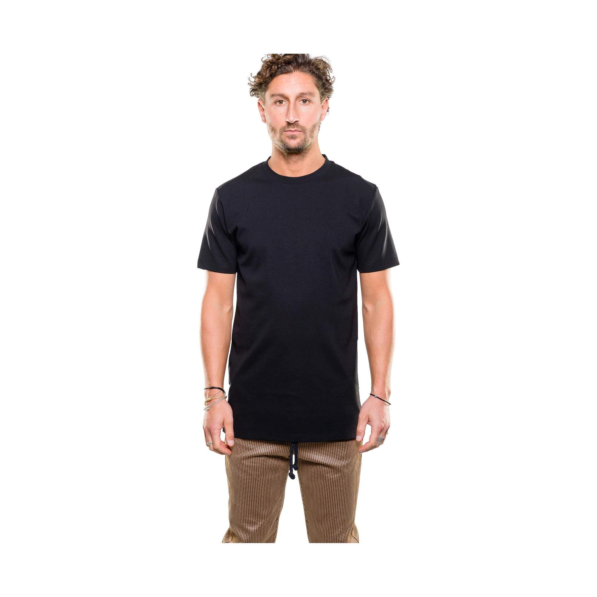 Punto tee black outfit