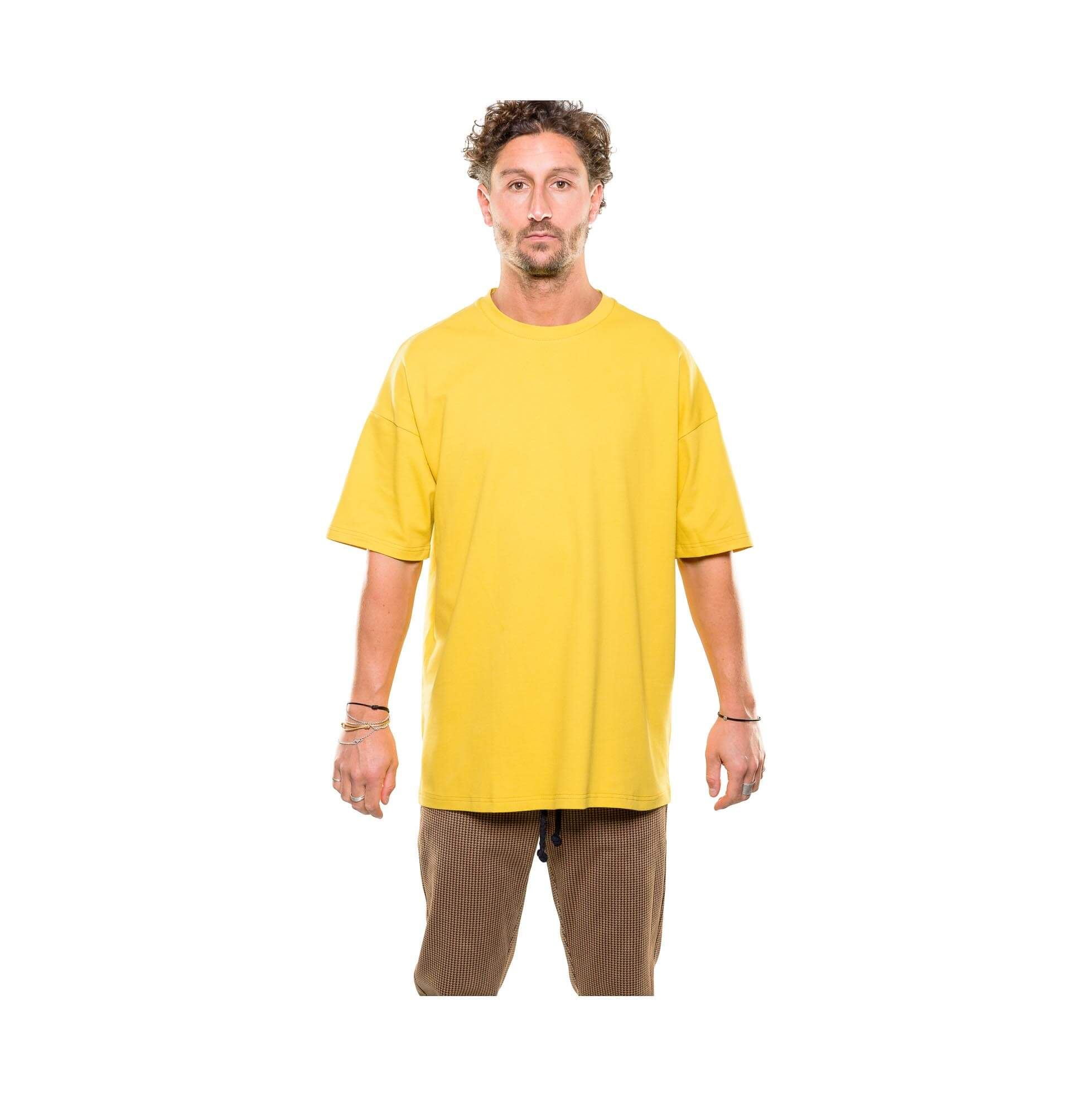 Drop tee yellow outfit