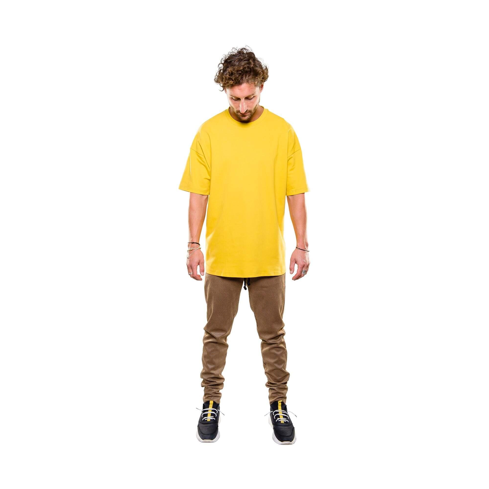 drop tee geel - outfit