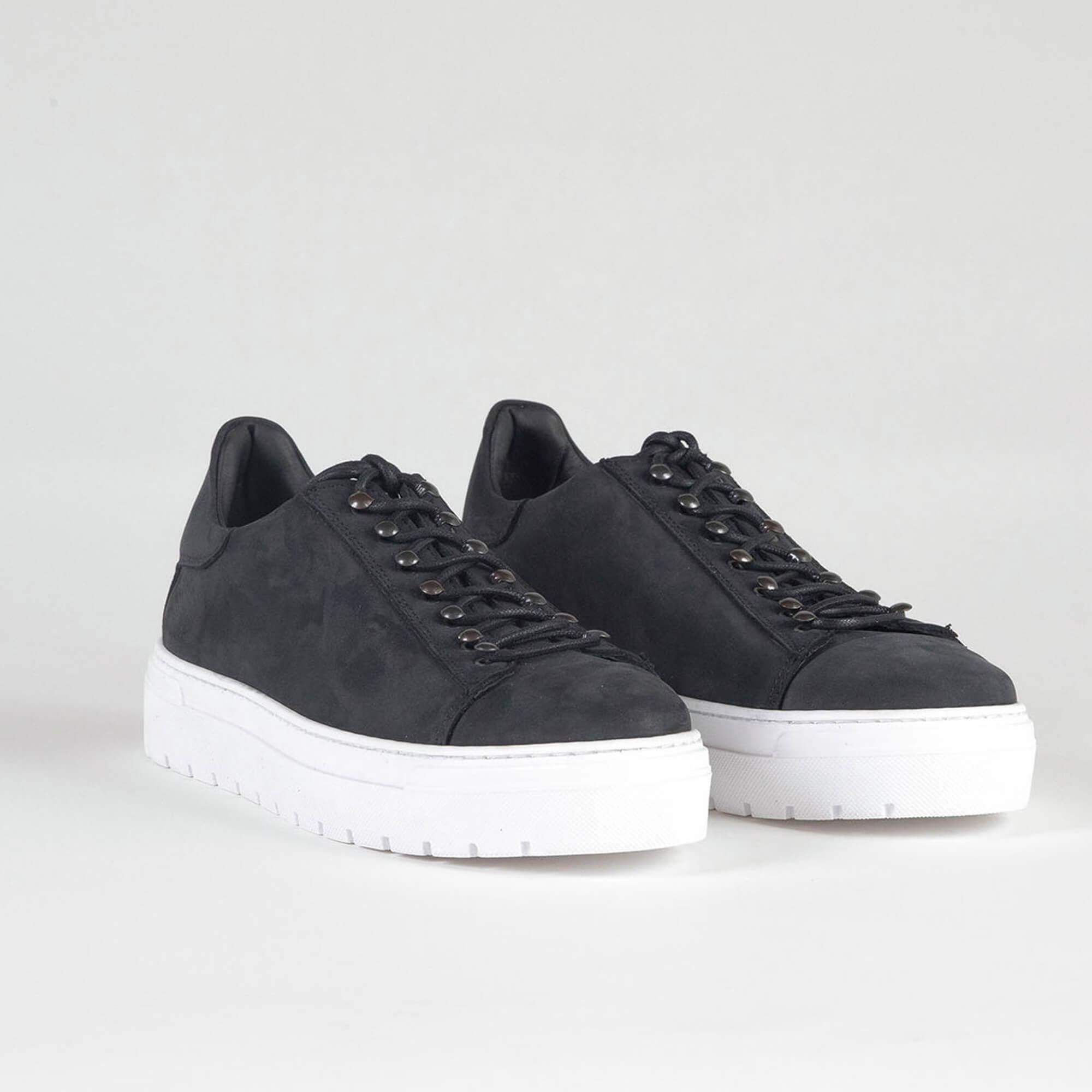 sneakers black low