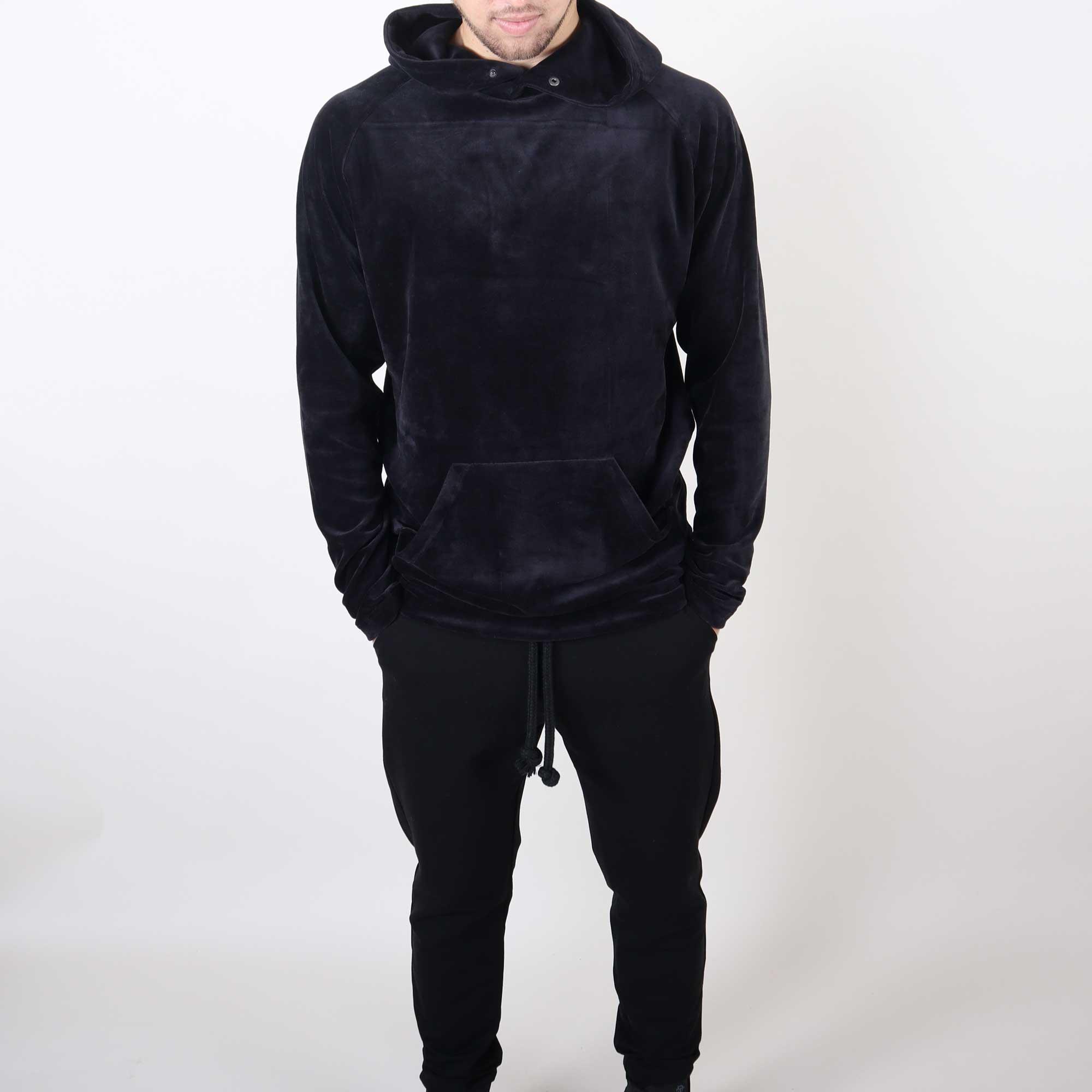 velvet-hoody-zwart-3