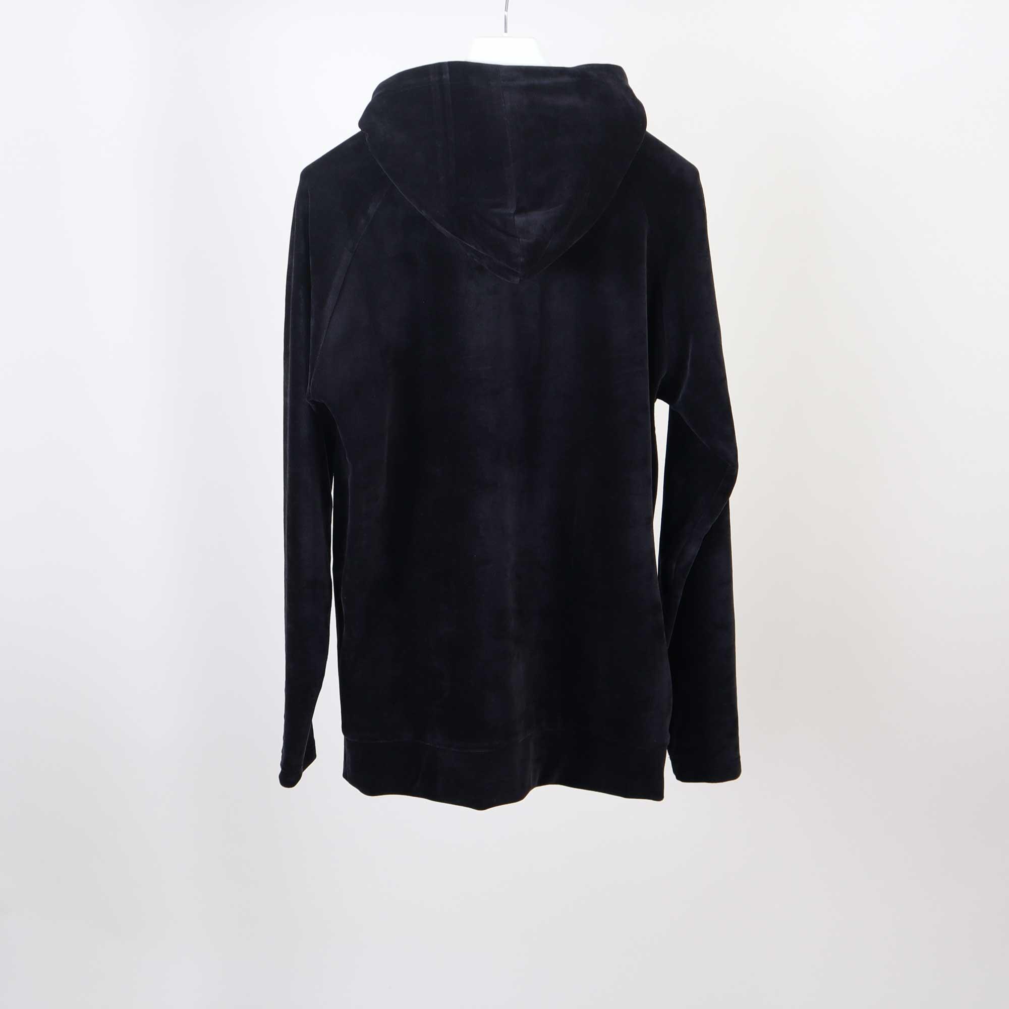 velvet-hoody-zwart-4